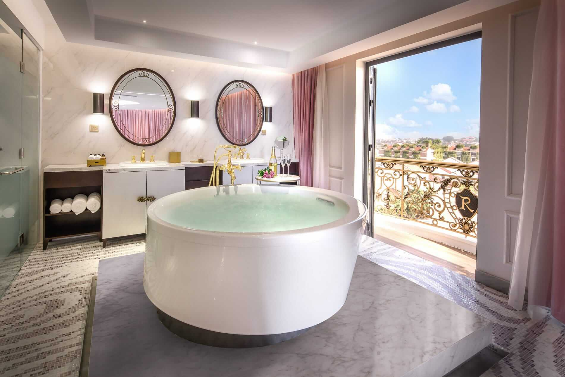 luxurious suite of Hotel Royal