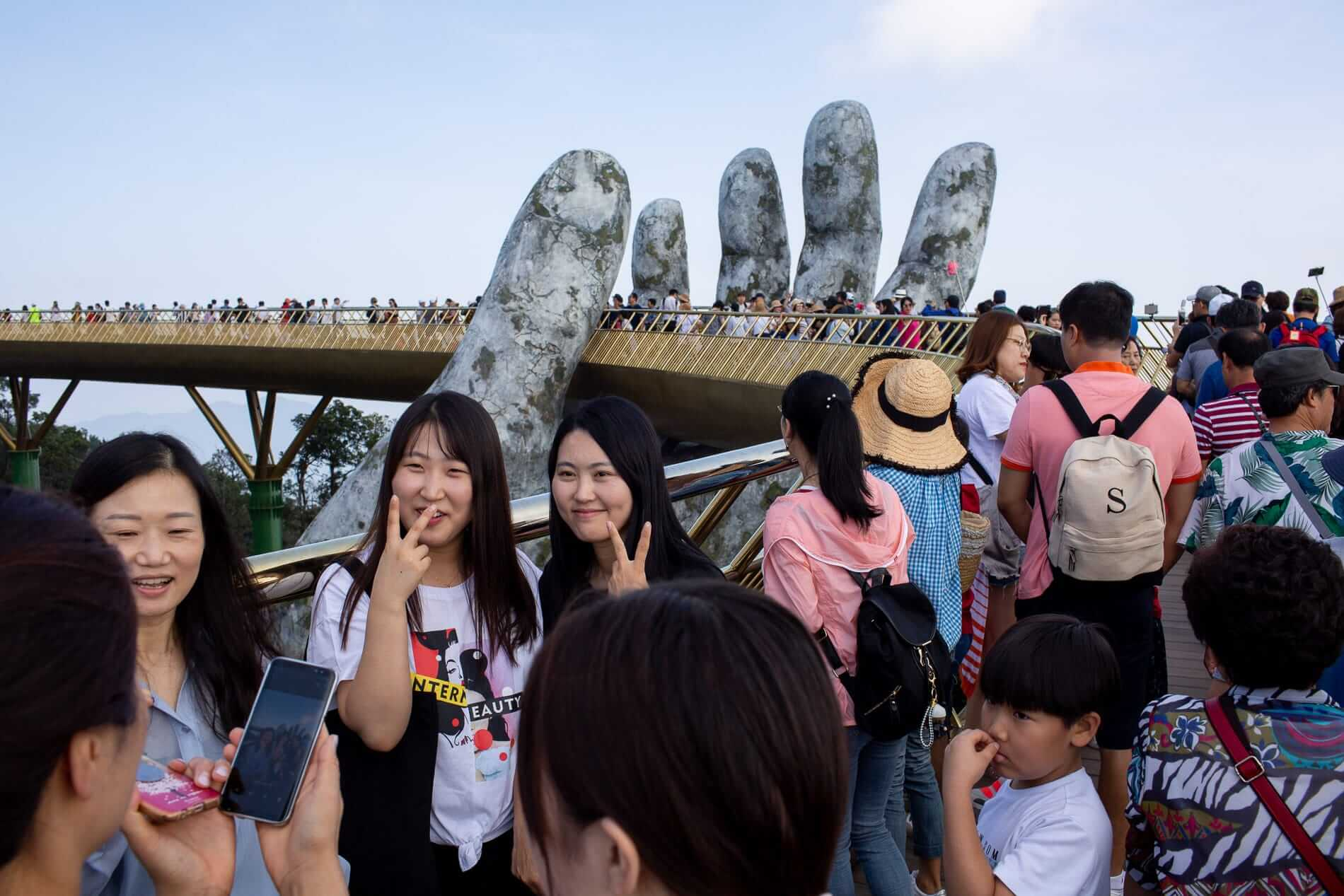 A crowded day at the Golden Hand Bridge